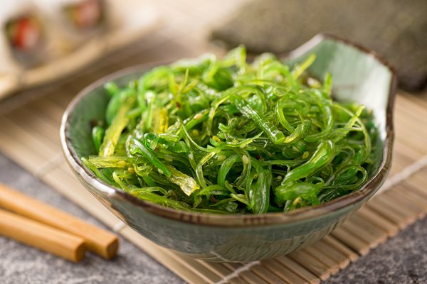 A_delicious_fresh-seaweed_salad.jpg
